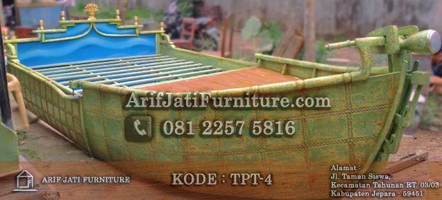 tempat tidur bentuk perahu kayu jati