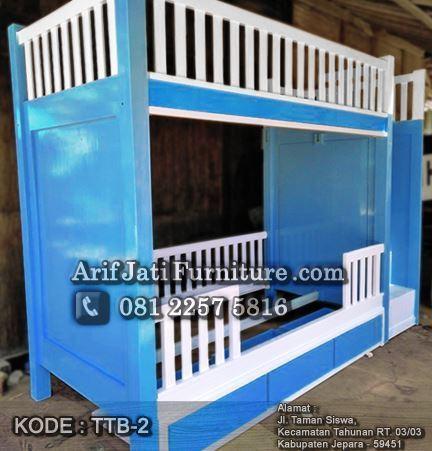 tempat tidur tingkat warna biru