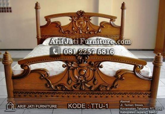 tempat tidur mahkota