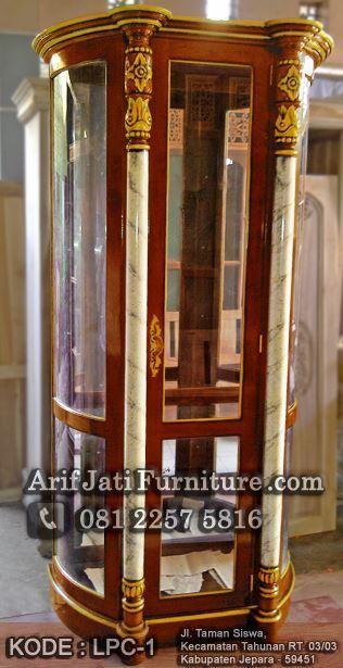 lemari pajangan kaca model spanyol