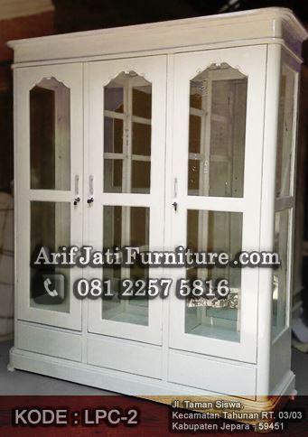 lemari pajangan kaca minimalis putih