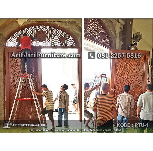 pemasangan pintu masjid ukir timur tengah