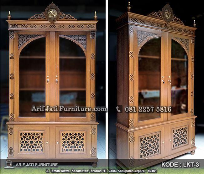 Dalam Lemari 1 Terdapat 4 Kemeja Batik: Lemari Mukena, Sarung, Kitab Kayu Jati